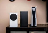 国外媒体曝光PS5和XSX/S实机对比。PS5的高度达到39厘米